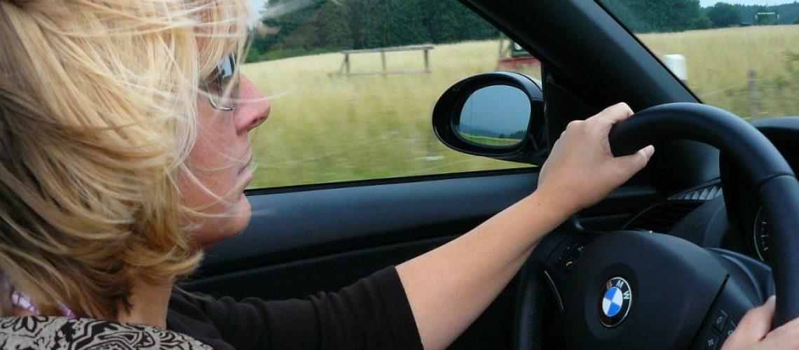 Cocoparisienne, au volant de ma voiture
